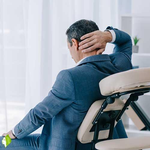 ماساژ روی صندلی