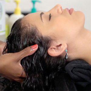 ماساژ پوست سر برای تقویت مو